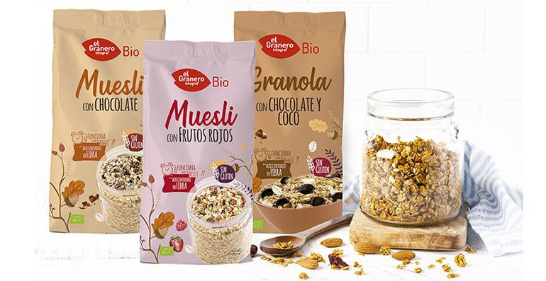 Un desayuno sano. mueslis y granola sin gluten y cereales para niños de cultivo ecológico