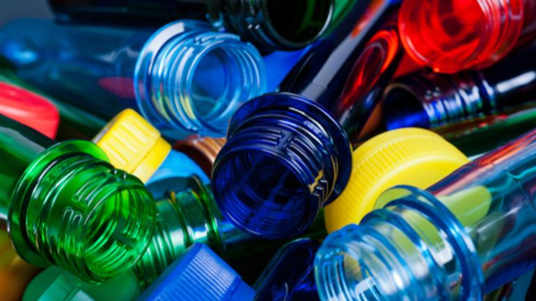 Acuerdo de Nestlé y Veolia para combatir la contaminación plástica en el medioambiente