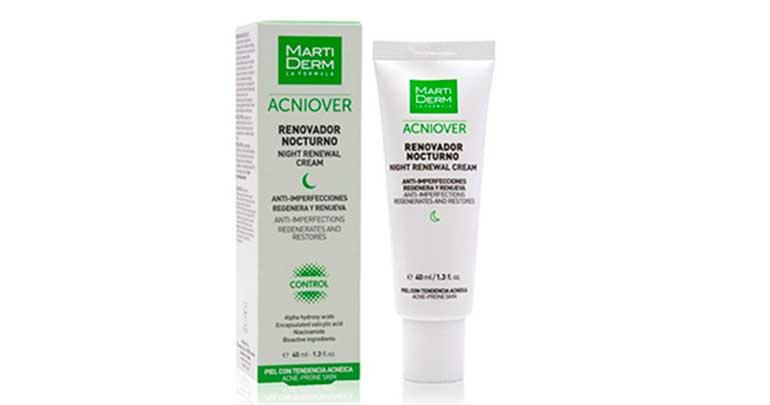 Crema de noche para reducir las imperfecciones y cuidar la piel con acné