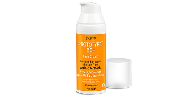 Protector solar facial de triple acción: hidrata, protege y previene del daño solar