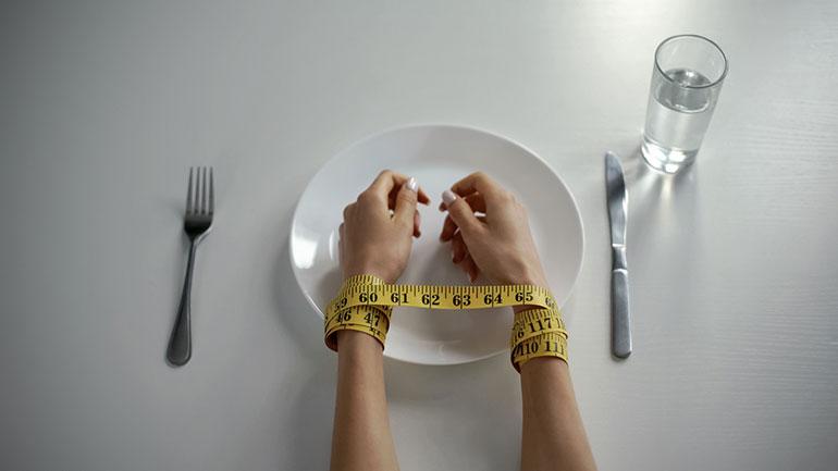 Cómo tratar los trastornos alimentarios en la adolescencia